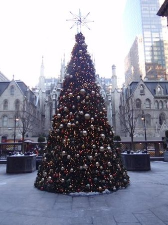 Lotte New York Palace: view from the courtyard, St Patrick cathedral
