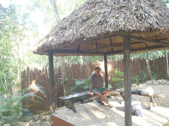 Table Rock Jungle Lodge : Where you wait for transfers and tours