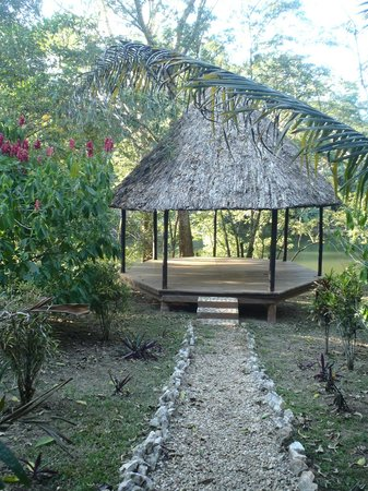 Table Rock Jungle Lodge : place to relax near the water