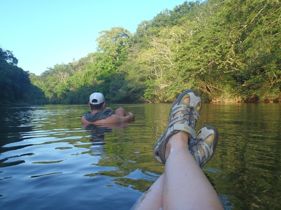 Table Rock Jungle Lodge : tubing by ourselves on a peaceful river