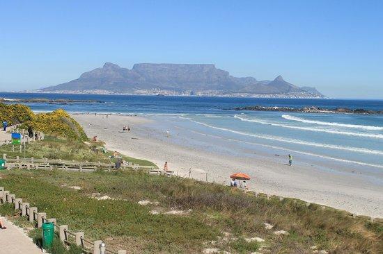 Kumbaya House West Beach Bloubergstrand Cape Town: Beachfront Blouberg