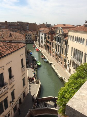Hotel Papadopoli Venezia MGallery by Sofitel: Wonderful view from our room.