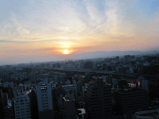 Shin Osaka Washington Hotel Plaza : Sunset from our room