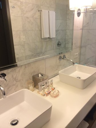 Andaz Napa: Double sinks