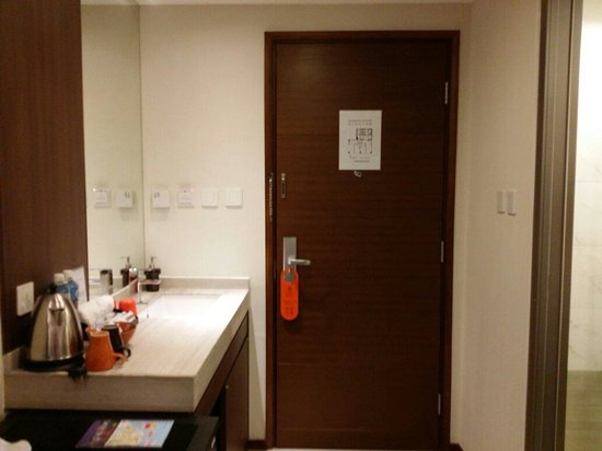 Le Prabelle Hotel: Compact room with all u need.