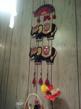 Thai Room Restaurant: Art