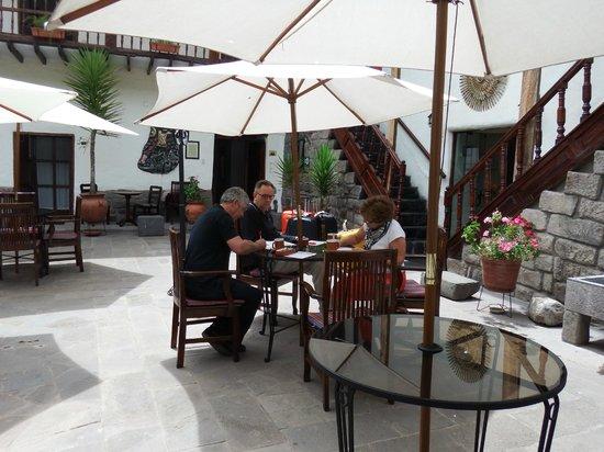 Unaytambo Hotel: Courtyard