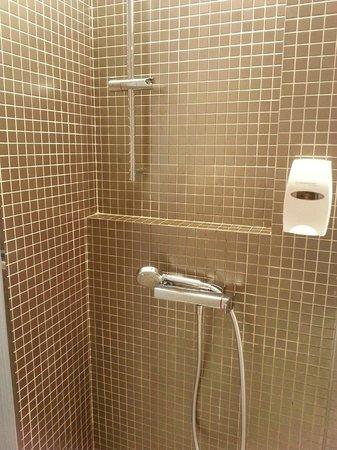 Holiday Inn Express HONG KONG KOWLOON EAST : Bathroom