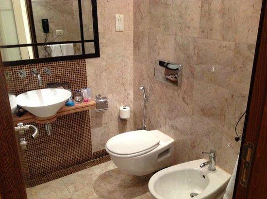 Number One Tower Suites : Bathroom