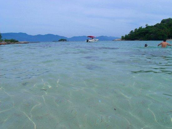 Cataguas Island: Águas ótimas para banho!