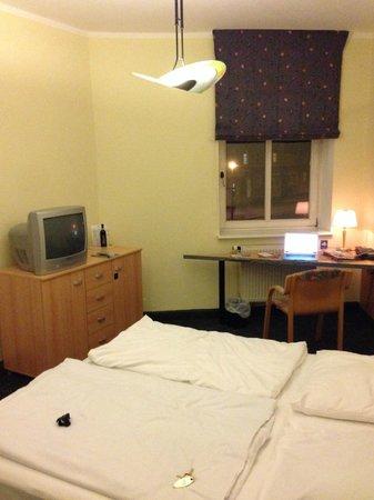 AZIMUT Hotel Dresden: Zimmer 1
