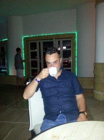 Coral Beach Resort Tiran : Coffe time