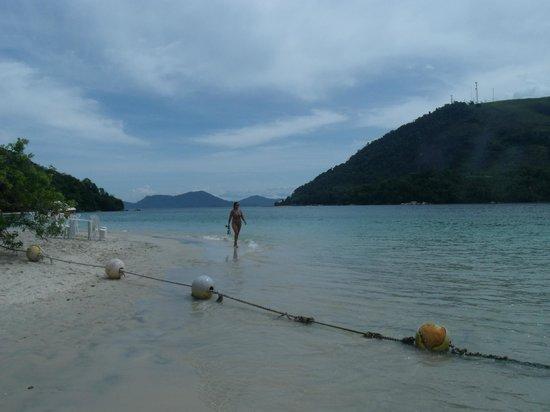 Cataguas Island: Delimitação de área para banhistas.