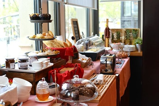 Sixtytwo Hotel: Breakfast