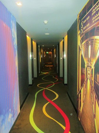 Galleria 10 Hotel Bangkok by Compass Hospitality : Funky Hallways