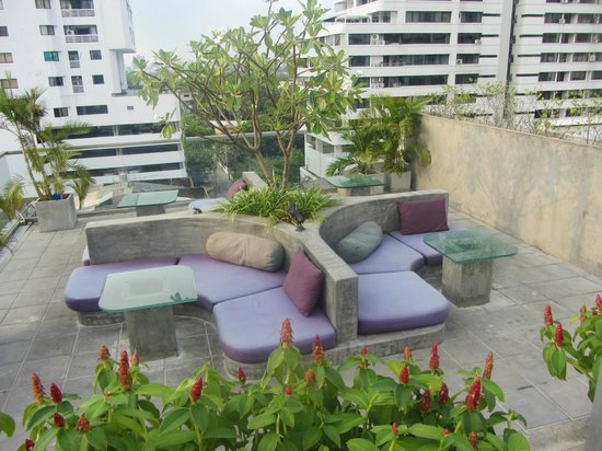 Galleria 10 Hotel Bangkok by Compass Hospitality: Leapfrog Rooftop Lounge;/Bar