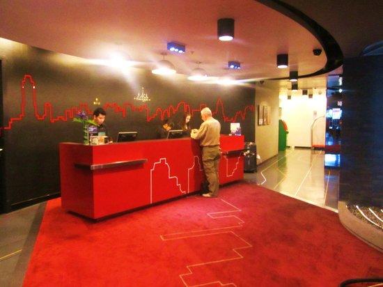 Galleria 10 Hotel Bangkok by Compass Hospitality: Reception