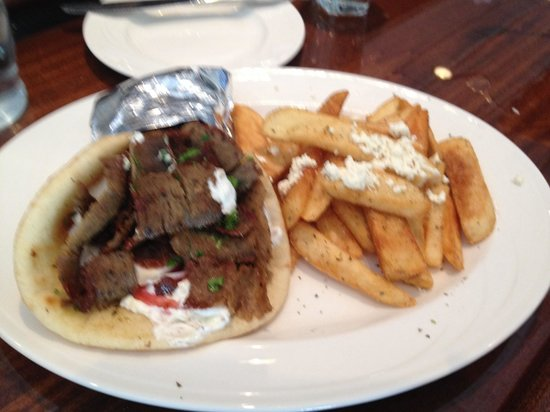 Remezo Greek Cuisine : Gyro sandwich is awesome !