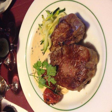La brouette de Grand-Mere: Fillet with green pepper sauce.