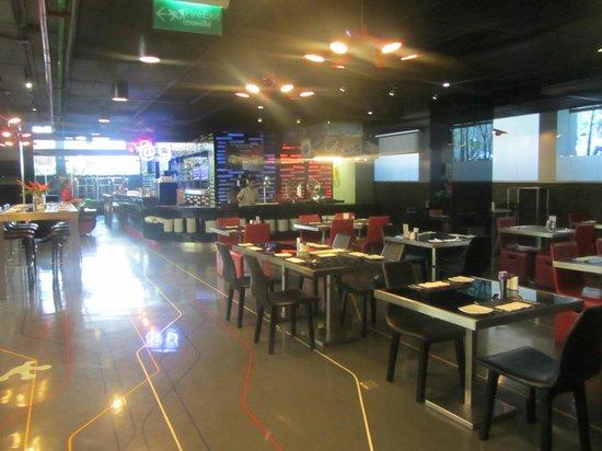 Galleria 10 Sukhumvit: We skipped breakfast, but nice dining area