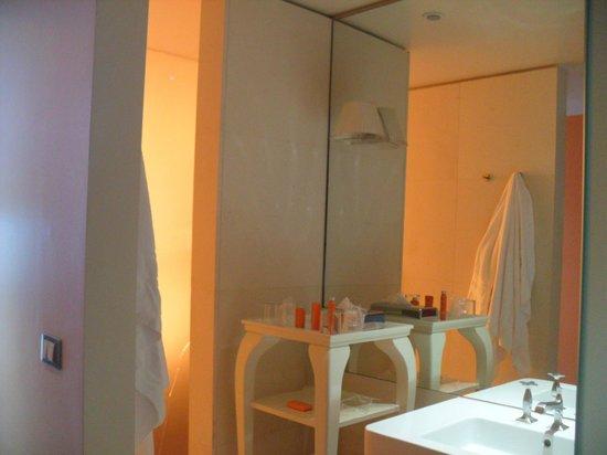 nhow Milano : nice vanity area by spaciouss shower, no door
