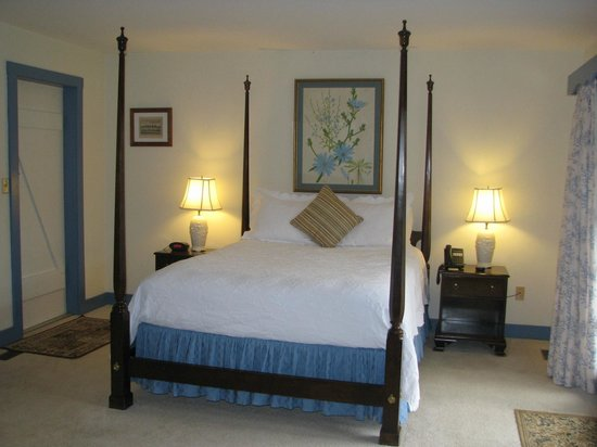 Fairville Inn Bed and Breakfast : nice comfortable bed