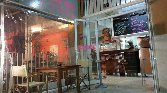 Mama Mia Cafe Restaurante: Entrada