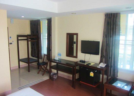 Inndigo Chiang Mai: Spacious room, plenty of amenities