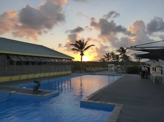 Nisbet Plantation Beach Club: Sunset from the pool for BBQ Night