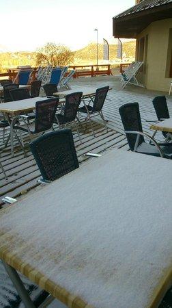 Hotel Club MMV Les Bergers : テラスも雪化粧 ~イースター休暇~