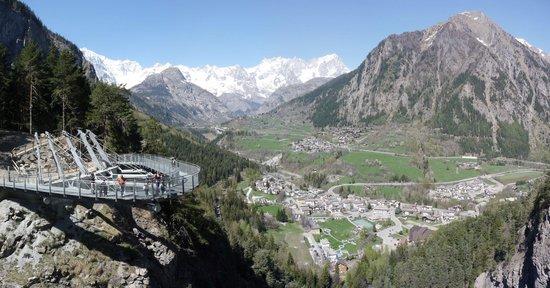 Pre-Saint-Didier, Italie : Passerella panoramica Orrido di Pré-Saint-Didier