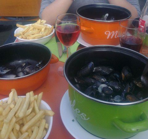 """Le repaire des pirates : """"Moules frites"""" served at the restaurant"""