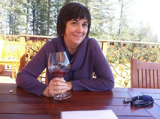 Fort Ross Vineyard & Winery : Nice afternoon with my wife.
