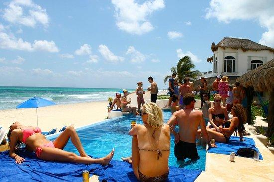 Hacienda del Secreto: hanging at the Villa Sarita pool