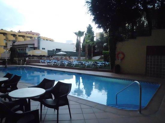 Roc Hotel Flamingo: VISTA PARCIAL PISCINA