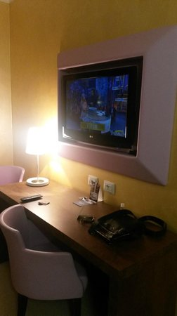 Base Hotel To Work: The TV set