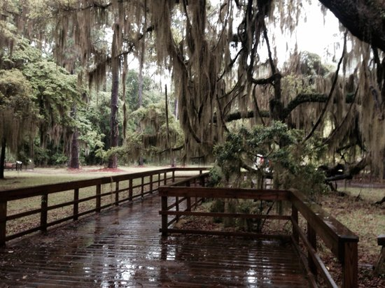 Fort Frederica National Monument: Walkway to old village