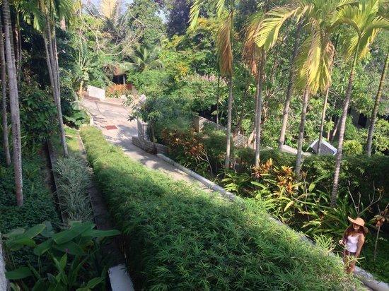 Baan Phu Prana Boutique Villa: going down the hill