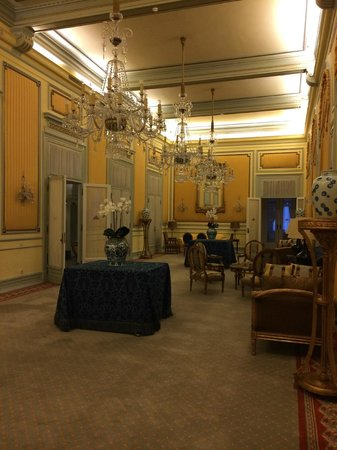 Hotel Avenida Palace : Large sitting room on the second floor adjacent the breakfast room