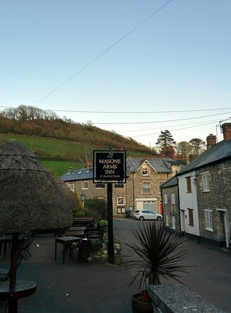 Masons Arms: Outside of the pub
