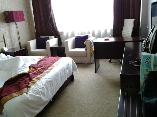 Tomorrow Hotel (Shenzhen Buji): sofa and working desk