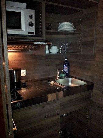 City Aparthotel München: Cocina de la habitación.