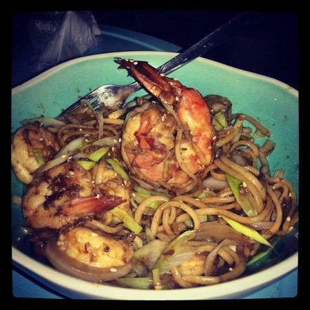 Tabetai Sushi Bar : Tallarines thai. De lo mejor!!!!!!