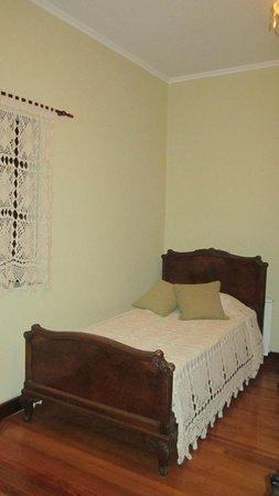 Hotel Boutique Bodega Florio: Vieron el estilo de esta cama? Es de principios del siglo pasado!