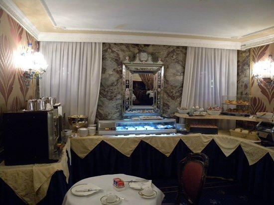 BEST WESTERN Montecarlo: The breakfast buffet