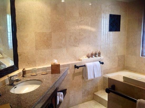 Spa Village Resort Tembok Bali: imaculate bathroom