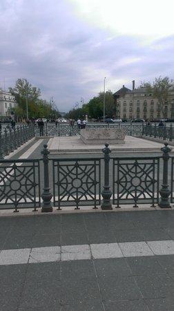 Place des Héros : centro plaza