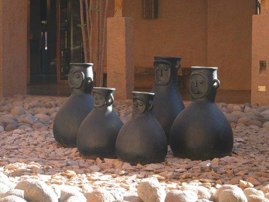 Alto Atacama Desert Lodge & Spa: Garden pottery