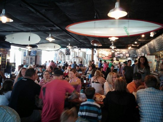 Pizza Port Ocean Beach : Packed house!