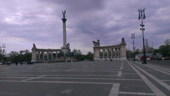 Place des Héros : vistas